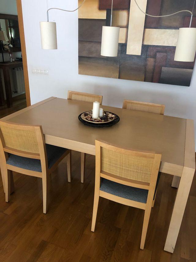 Mesa comedor madera con sillas NEGOCIABLE de segunda mano ...