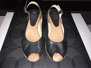 Sandalias negras cuña Marila