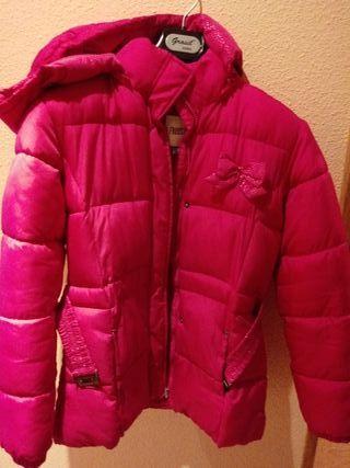 Abrigo de niña rosa.
