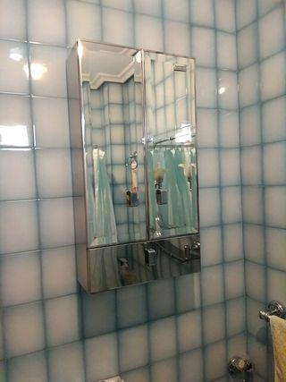 armario de cuarto de baño