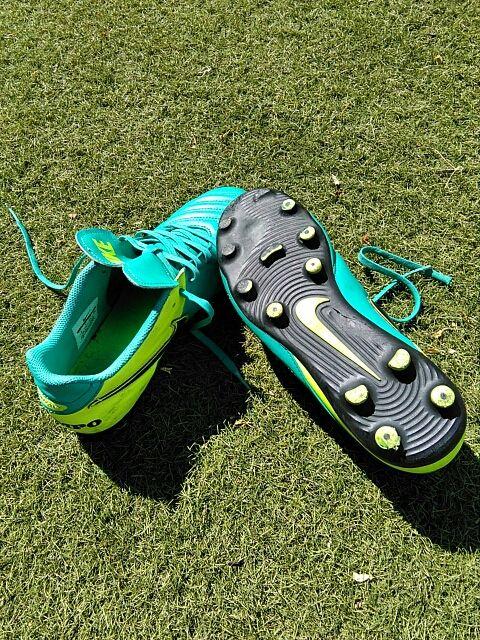 Se vende Botas de Fútbol multitaco.