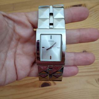 Reloj GUESS original de acero plateado