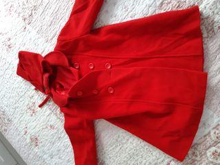 Abrigo de paño rojo. talla 36 meses