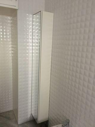 Armario para cuarto de baño con espejo