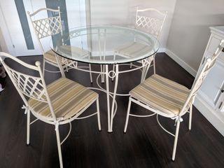 Mesa y sillas de jardín con mesita auxiliar de segunda mano