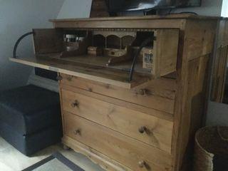 """Cómoda madera noble 4 cajones con """"tocador"""""""