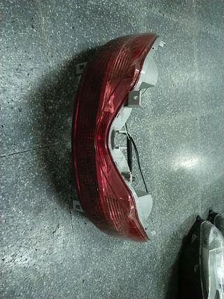 foco trasero Suzuki burgman 125/200 08