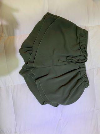 Pantalón corto verde militar