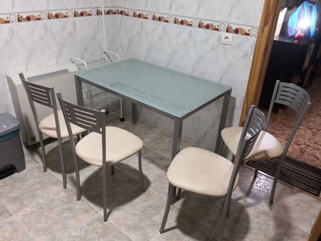 mesa cocina con cuatro sillas