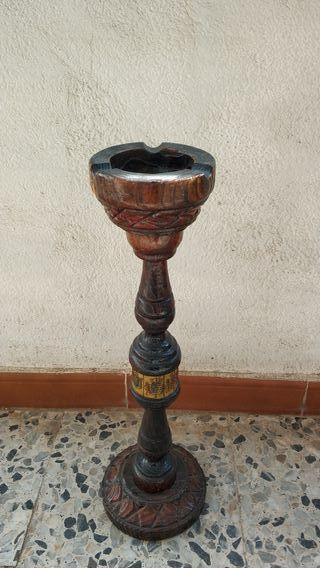 Cenicero de pie vintage