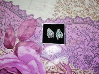 pendientes de esmeralda y diamante reales.
