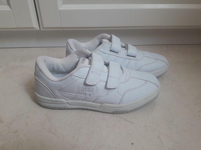 Zapatillas deporte blancas para niño o niña