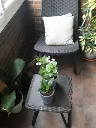 sillas y mesa para balcón
