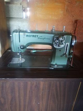 Máquina de coser Refrey!