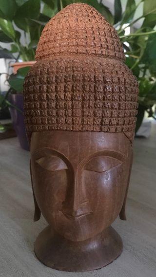 Buda de madera de sandalo