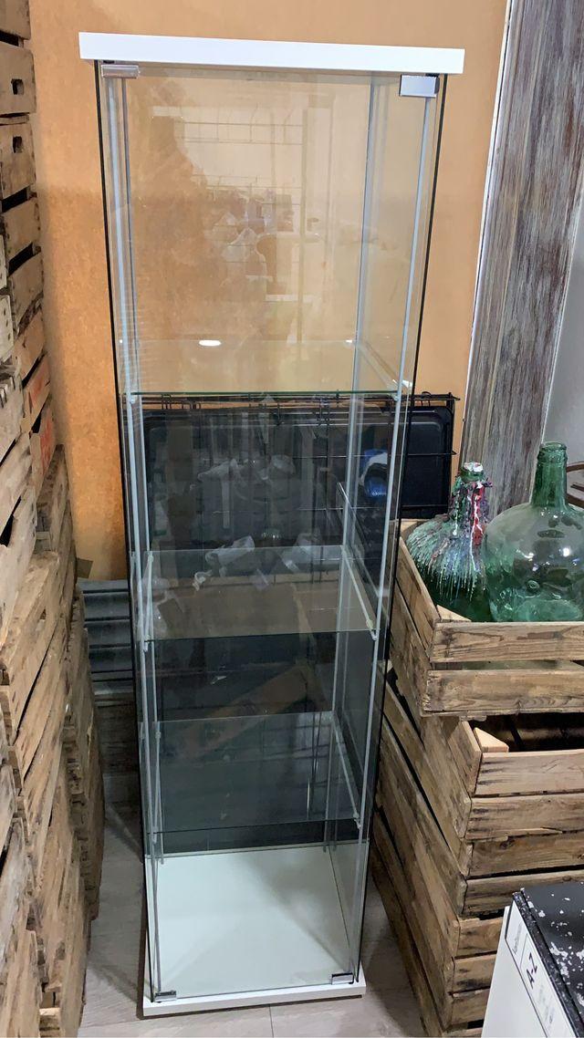 Vitrina Ikea con puerta