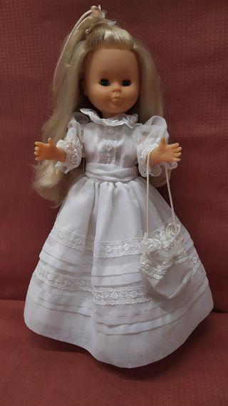 Muñeca Nancy comunion