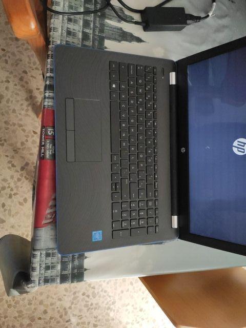 Portátil HP azul