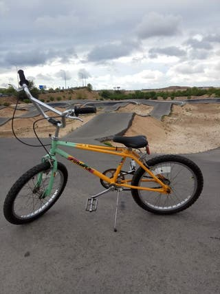 Bicicleta de BMX seminueva