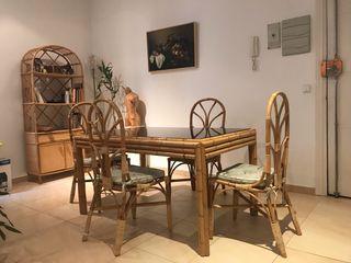 Conjunto mesa y sillas de bambú y rattan