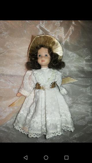 Antigua muñeca de porcelana 17 cm