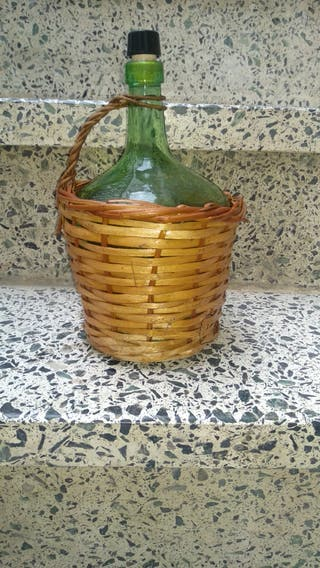 damajuana o garrafa de vino antigua