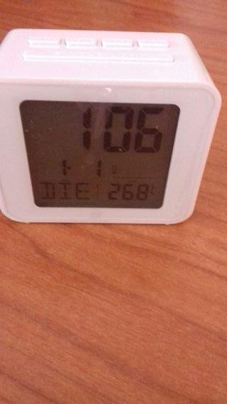 reloj de mesita alarma digital