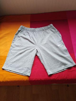 Pantalón Nike nuevo a estrenar talla L.