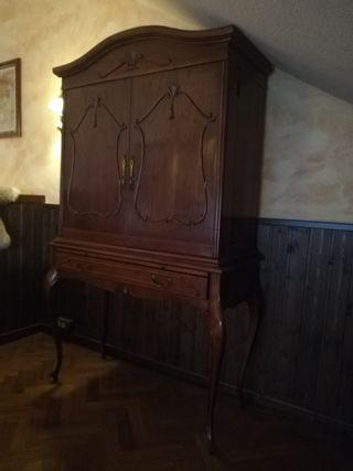 Mueble bar vitrina antiguo.