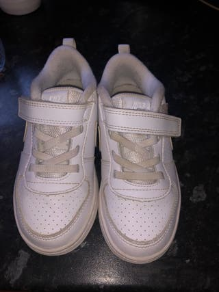 Unisex Nike trainers size 9.5 UK infant 27 E