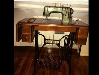Máquina coser REFREY y mesa SINGER