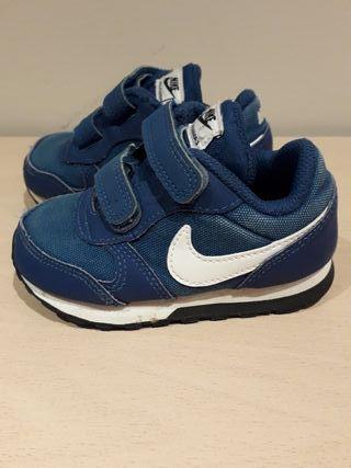 Bambas / zapatillas Nike talla 22
