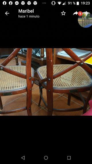 Dos sillas Thonet Hermanos antiguas