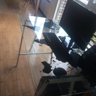 mesa cristal escritorio con caballetes y silla