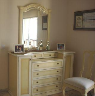 Coqueta, silla y 2 mesas noche diseño italiana.