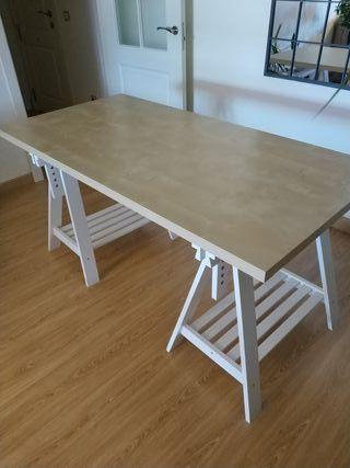 Mesa y caballetes de IKEA