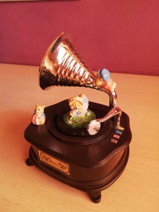 Gramófono de juguete vintage con musica