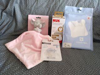 Pack bebé: muñeco apego, chupete, body y biberón