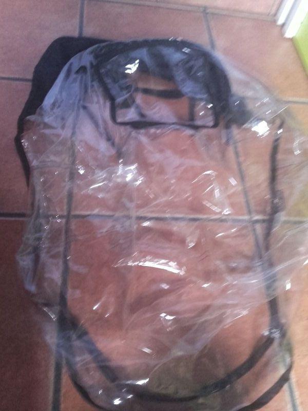 forro y plástico de lluvia
