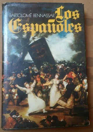 Libro: LOS ESPAÑOLES. Bartolomé Bennassar. 1977.