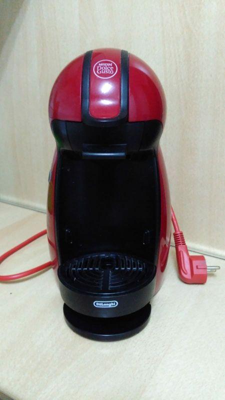 cafetera Nescafé dolce gusto roja