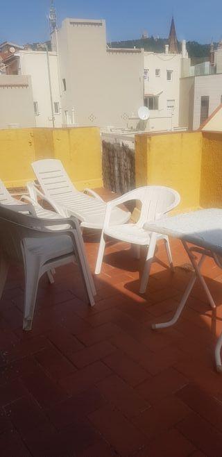 tumbonas sillas y mesa