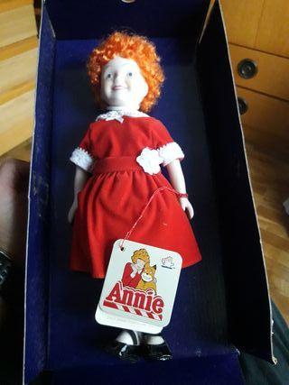 muñeca Annie de porcelana