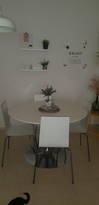 Mesa vintage y 4 sillas