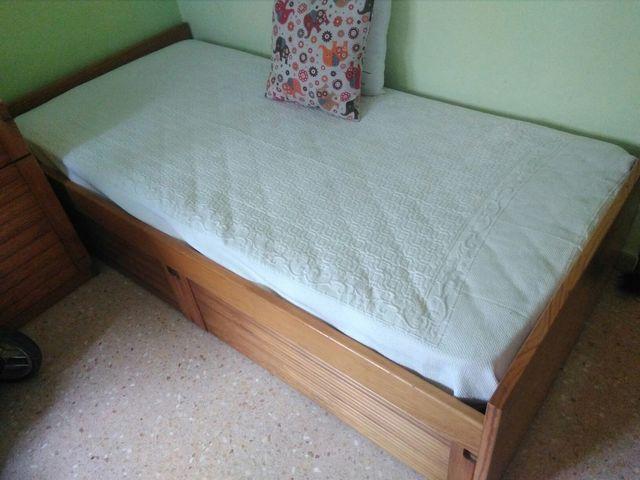 Muebles de pino, habitación juvenil