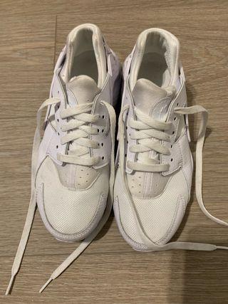 Zapatillas Nike Huarache blancas