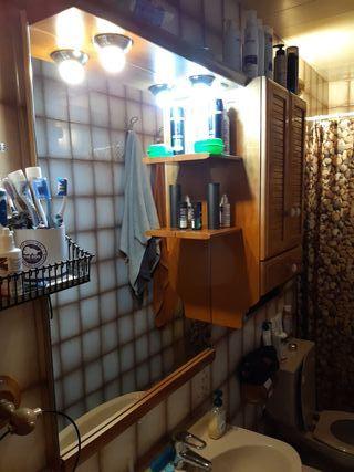 Espejo y armario de baño