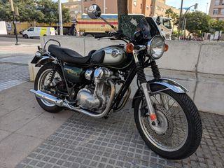 Moto Kawasaki W800. Muy buen estado y pocos kms