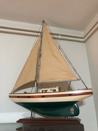 Maqueta de velero de madera