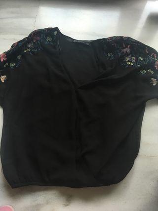 Camisa estilo kimono negra bordada
